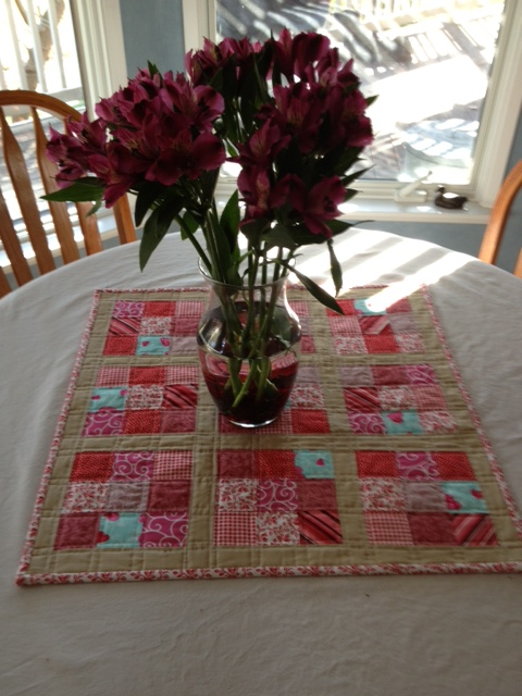 Valentine Table Topper (Tutorial from diaryofaquilter.com)February, 2014