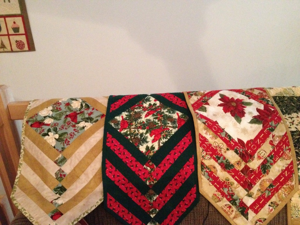 Holiday Table Runner Gifts; Dec 2012